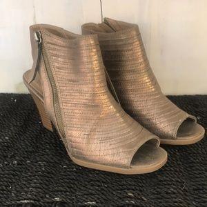 Chinese Laundry, bronze zip up heel